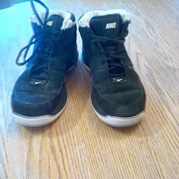 Nike Other - Nike basketball shoes high top 7y